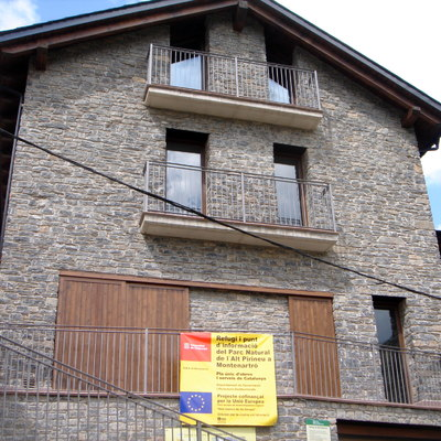 Refugio de Montaña del parque natural del Alto Pirineo realizado en piedra de la zona