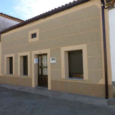 Rehabilitación de fachada y montaje de canalón.