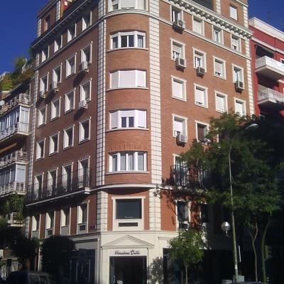 Rehabilitación de fachadas y cubiertas C/ Narváez, Madrid