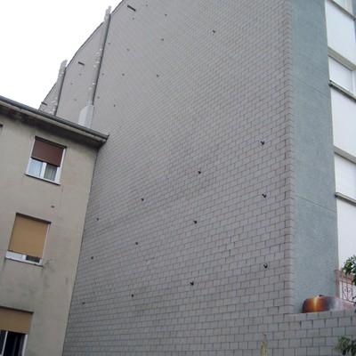 Rehabilitacion de medianera existente en la fachada a rehabilitar en Blimea (Asturias)