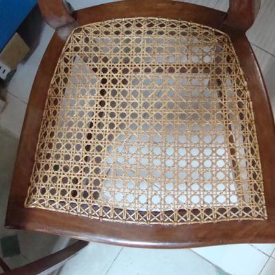 reparación de silla de rejilla a mano