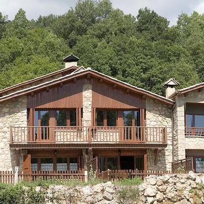 Restauració d'una masia per lloguer de temporada
