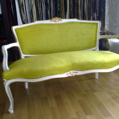 Restauración de sofá clásico, tanto de madera como de tejido y su interior