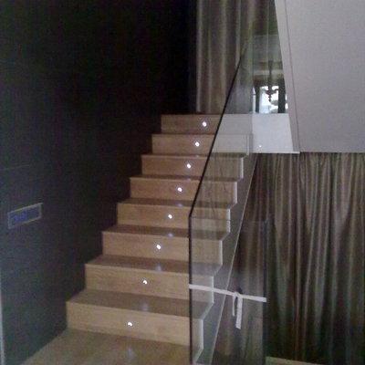 Revestimiento de escalera con madera maciza