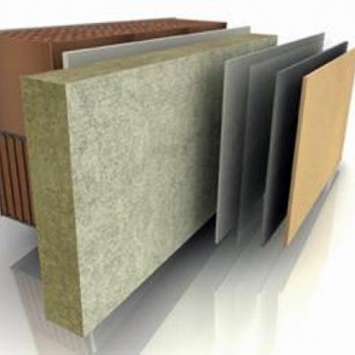 Revestimiento de pared con aislantes