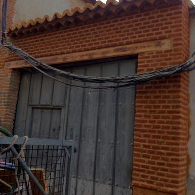 reparacion de pared accidente de coche con ladrillo macizo rustico