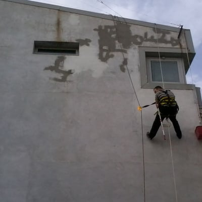 Pintura de fachada, trabajos verticales