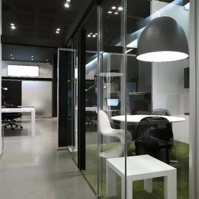 Sala juntas y acceso a zona trabajo