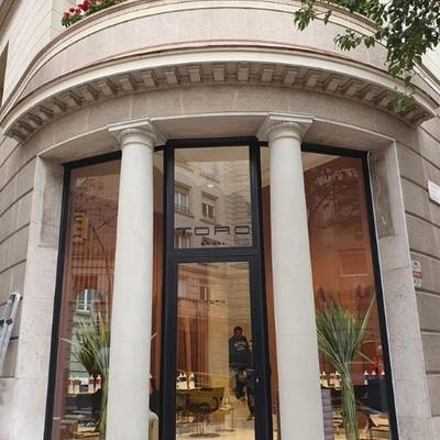 Fachada Salon TORO Calle Calvet 60. Barcelona - DESPUES