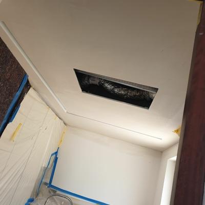 Falso techo de una caladoria con luz Led aportado