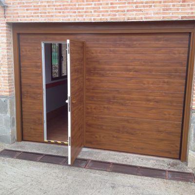Ideas y fotos de puertas garaje para inspirarte p gina 5 - Imitacion madera para fachadas ...