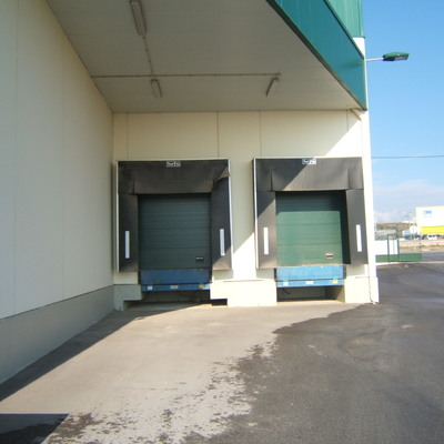 Puerta Seccional industrial muelle de carga