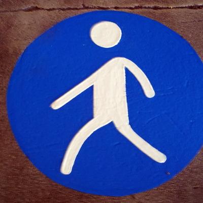 Señalizacion de señal peatonal en el suelo