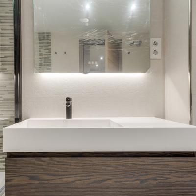 Baño reformado con estilo moderno