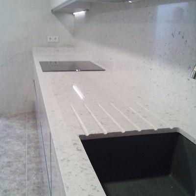 Encimera de cocina en Silestone bianco rivers