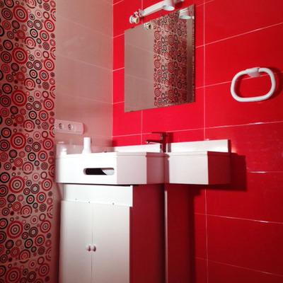 Baños en rojo