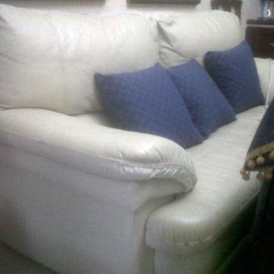 Sofá antes de su modificación y tapizado