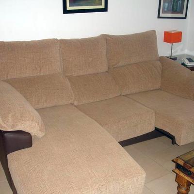 Sofa tapizado en tejido rustico