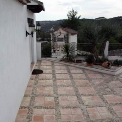 SOLADO EXTERIOR DE BARRO Y PEROLA