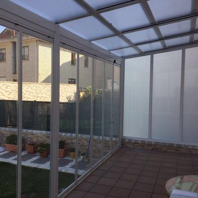 Techo móvil Kauma y cortina de cristal Kauma con aislamiento térmico