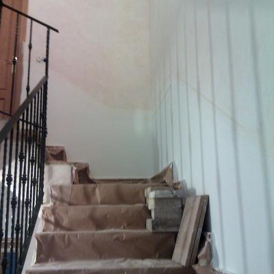 subida de escalera preparada para pìntar rodapie