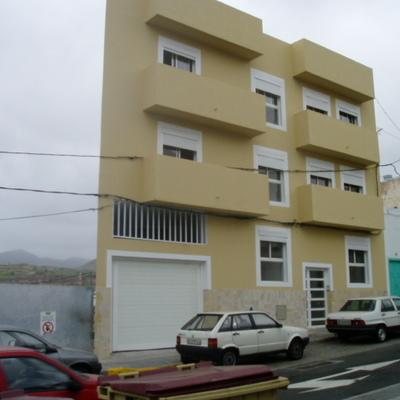 Edificio de viviendas y plazas de garaje