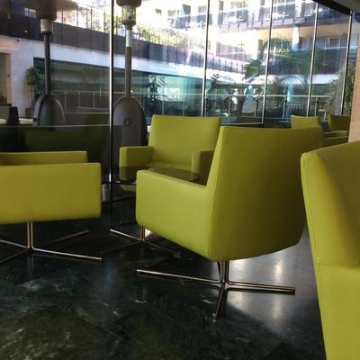 Tapizado de butacas en lobby de Hotel ****