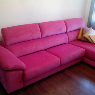 tapizado sofa con chaise longue rosa chicle