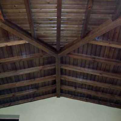 Techo de vivienda en madera