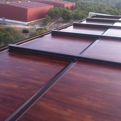 techo movil aluminio con panel lacado madera de cerezo