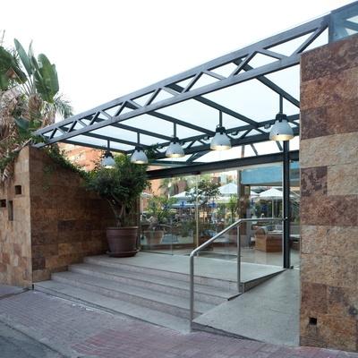 Cúpula con estructura de hierro y vidrio