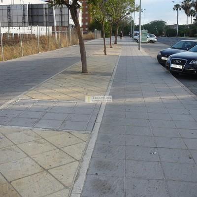 Acerado en Avenida Andalucía (Huelva)