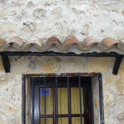Tejadillos rusticos en ventanas
