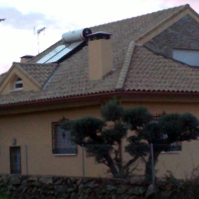 Tejado y panel solar - vista general