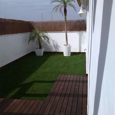 terraza con ipe y cesped