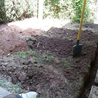 Sistema de drenaje y siembra. Elementos decorativos con pedreria.