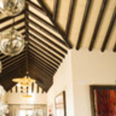 Estructura madera en techo.