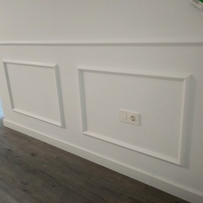 Decoración de moldura en pasillos