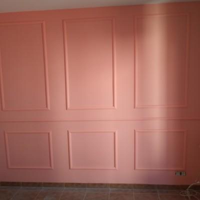 Decoración de molduras en pared