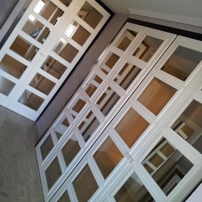 Armarios puertas abatibles cristales reflex.