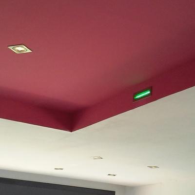 todo tipo de luces y formas en el techo