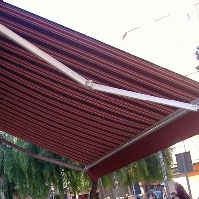 Aluminios aven peligros for Brazo articulado toldo