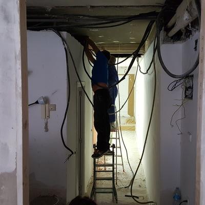 Trabajos de Electricidad, Pintura, Albañilería, etc. Antes.