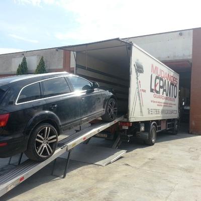 Tralado de vehículo en camión