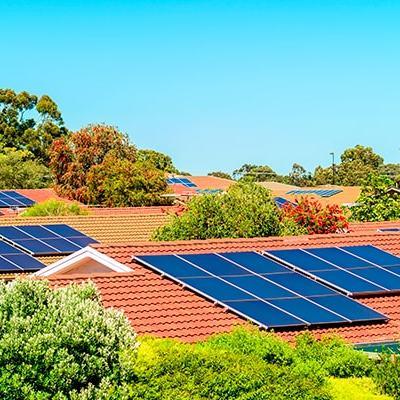 Paneles solares en su vivienda- Urbanización con paneles solares