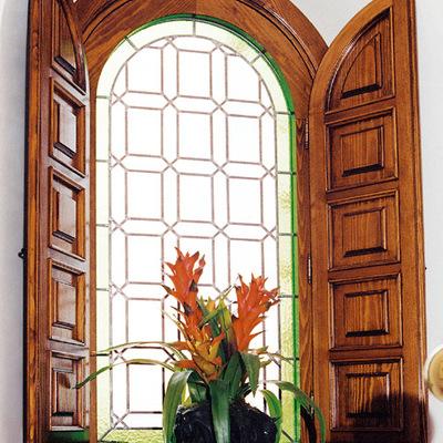 Barnizar ventanas de madera trendy pintar casa de madera for Pintar ventanas de madera exterior