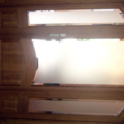 Vidrieras de paso con madera de norte viejo.
