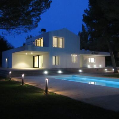 Vista exterior Noche Casa F&A