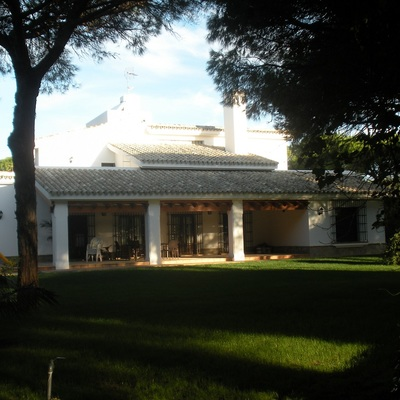 VIVIENDA DE CAMPO DE DOS PLANTAS Y SOTANO