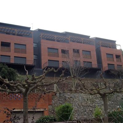 Vivienda plurifamiliar realizada en Castellví de Rosanes (Obra nueva)